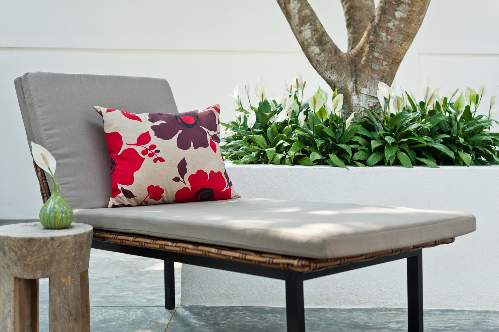 5 id es de d coration pour petit balcon estelle. Black Bedroom Furniture Sets. Home Design Ideas